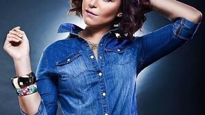 صورة منة شلبي وتغيير جذري في لون شعرها وحواجبها لم يناسبها مطلقاً!
