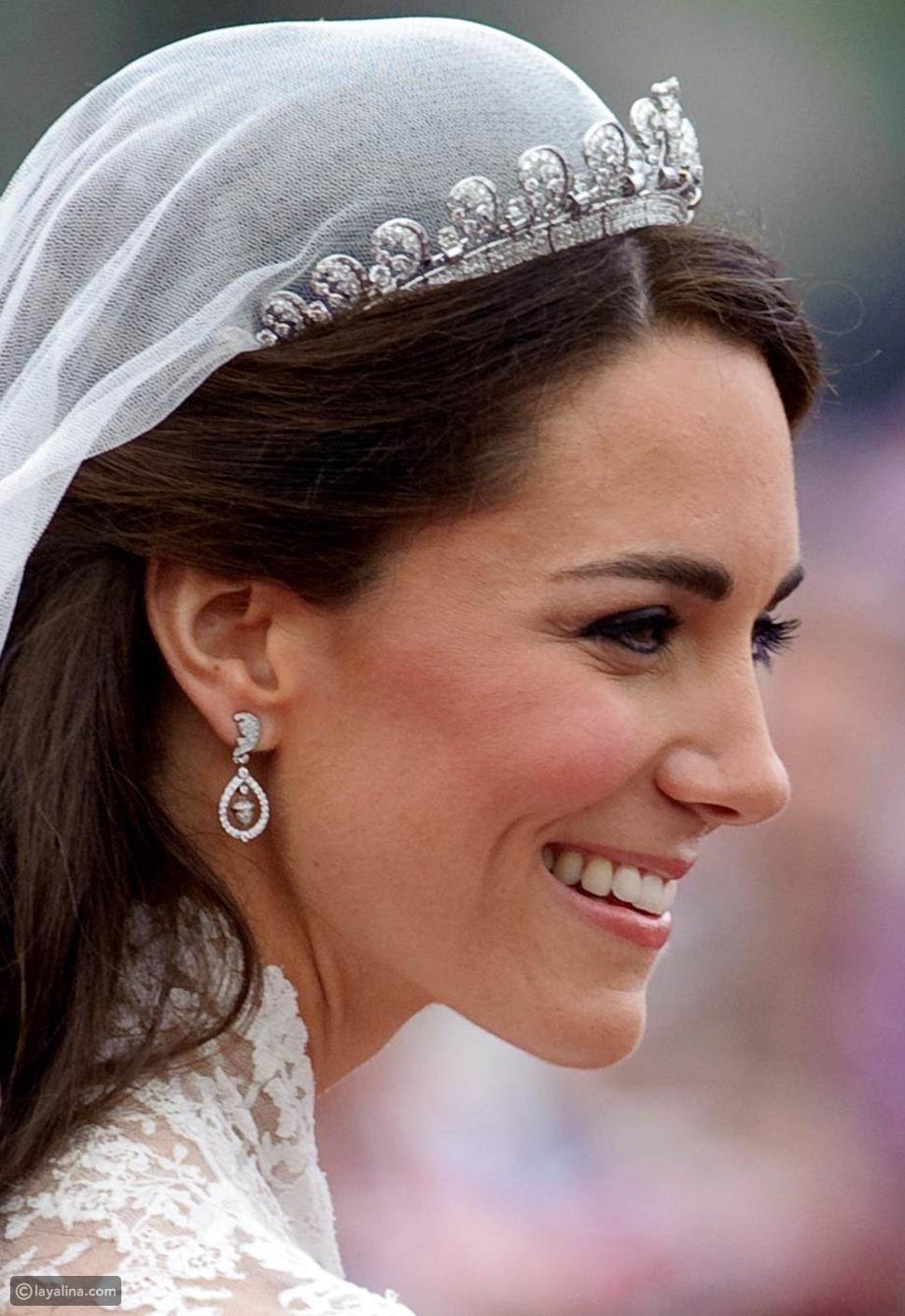 كيت ميدلتون ترتدي أقراط مرصعة بحبات الجوز الماسية في يوم زفافها عام 2011
