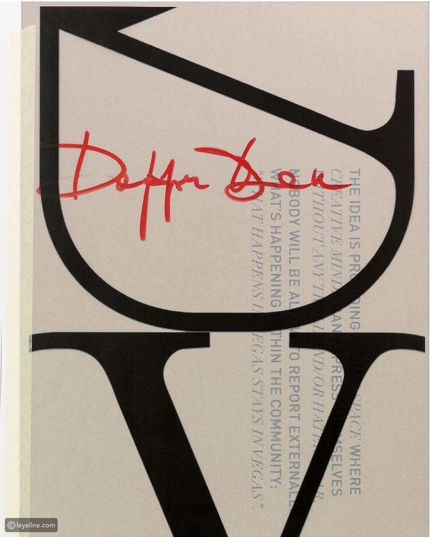 """شعار V الأيقوني الذي يميّز دار """"فالنتينو"""" Valentino"""