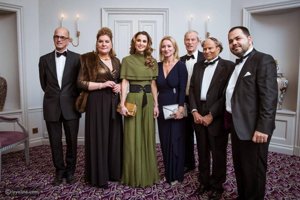 إطلالة جديدة مميزة للملكة رانيا في لندن