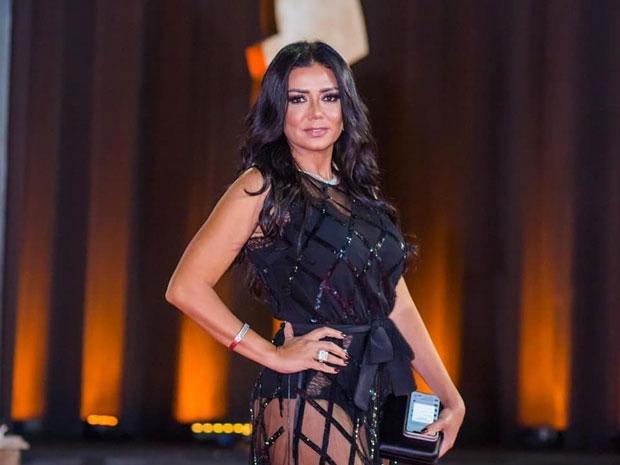 مازالت تواجه رانيا يوسف خطر الحبس بسبب فستانها الجريء