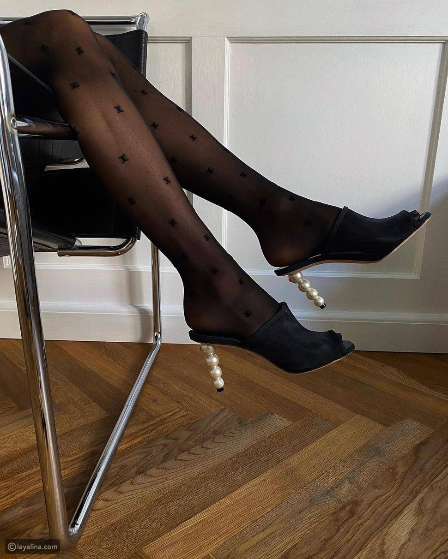 أحذية مزينة بالؤلؤ