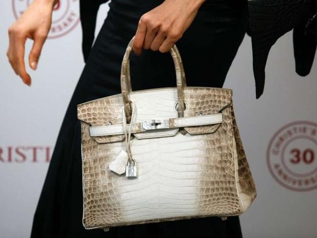 حقيبة عمرها 10 سنوات تصبح أغلى حقيبة في العالم.. ثمنها لا يُصدق