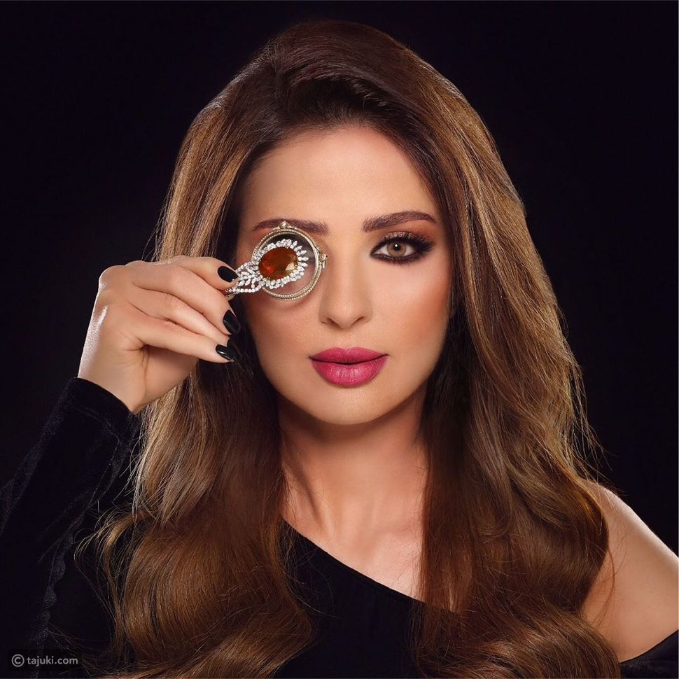 وفاء الكيلاني تفاجئ متابعيها بلوك جديد مختلف عن المعتاد