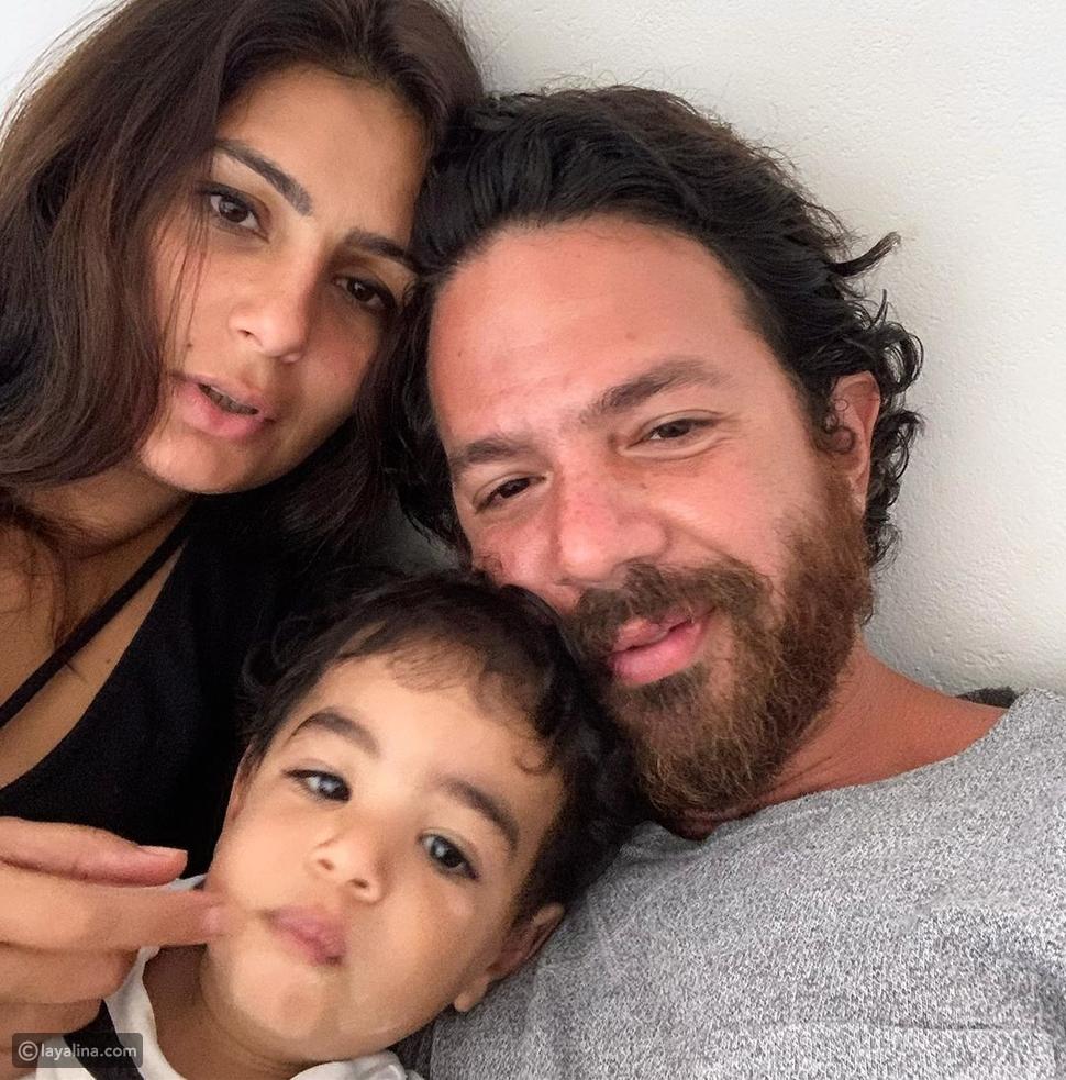 عمر الشناوي مع زوجته وابنهما حسن