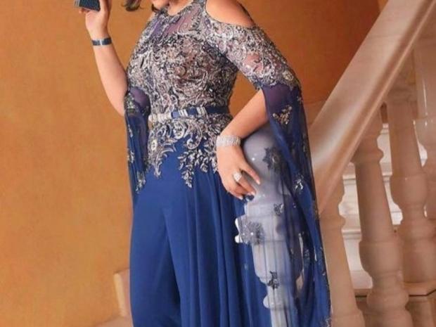أحلام تبرز نحافة خصرها وأناقتها بفستان من تصميم زهير مراد