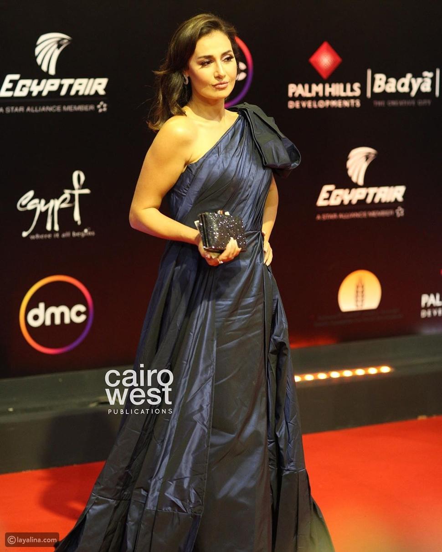 بوجه مختلف وفستان رائع: لن تتعرفوا على حلا شيحة في ختام مهرجان القاهرة