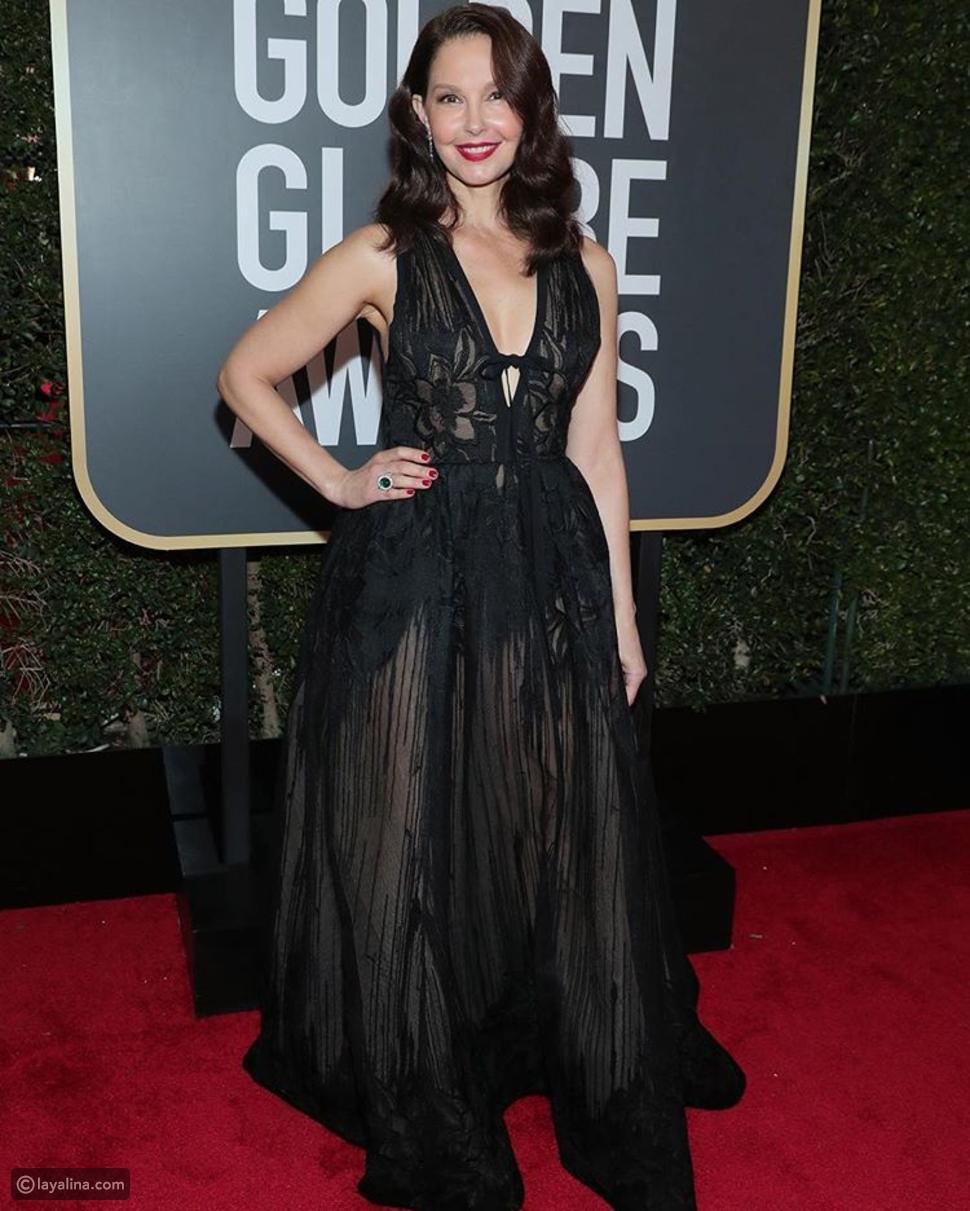آشلي جود ترتدي فستان أسود من تصميم إيلي صعب في حفل الجولدن غلوب 2018