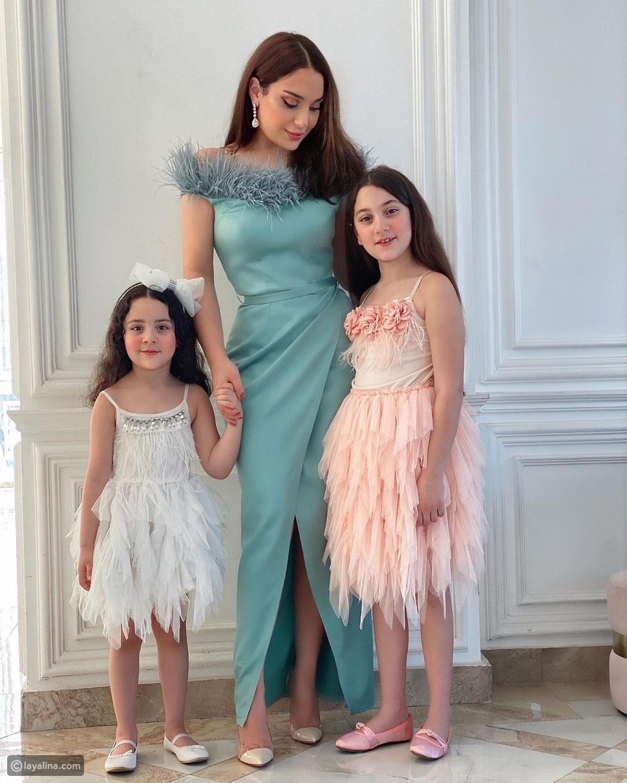 زينب فياض مع بناتها