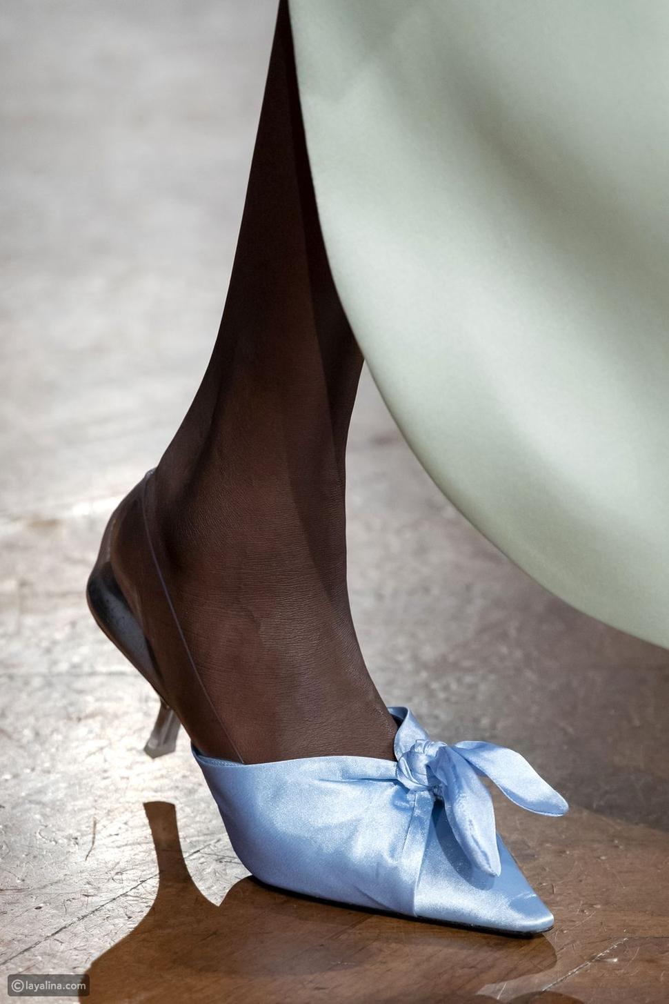 أحذية مزينة بالفيونكة