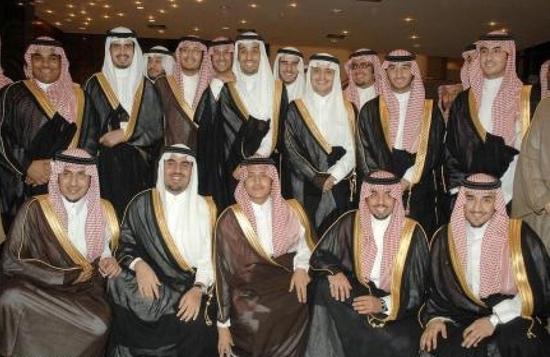 تزوج الأمير محمد بن سلمان ابنة عمه في عام 2008