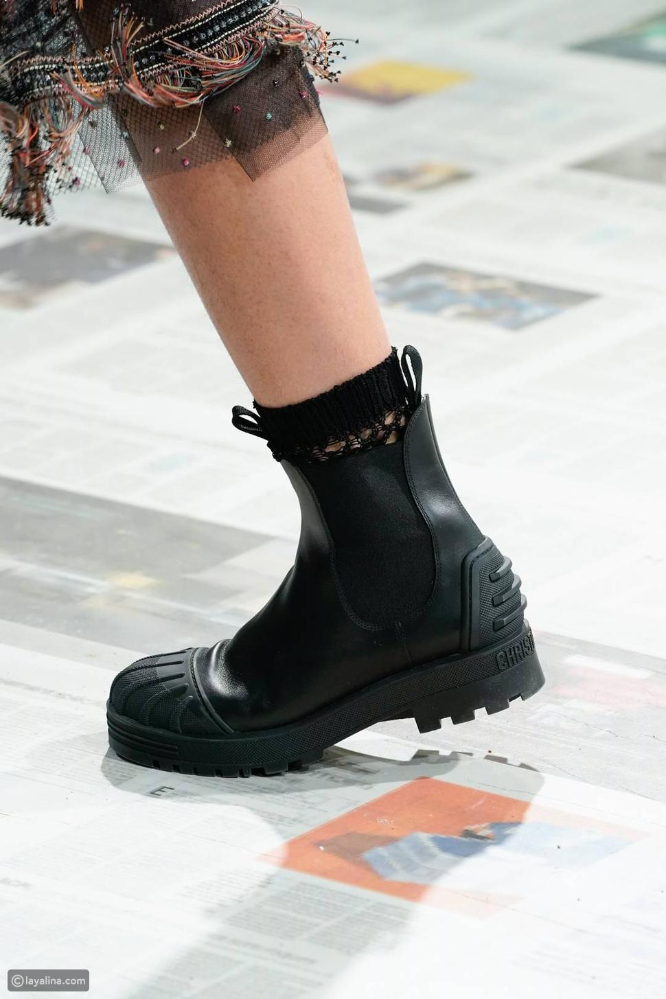 أحذية مطاطية بنعل مكتنز بدلاً منحذاء بكعب مدبب