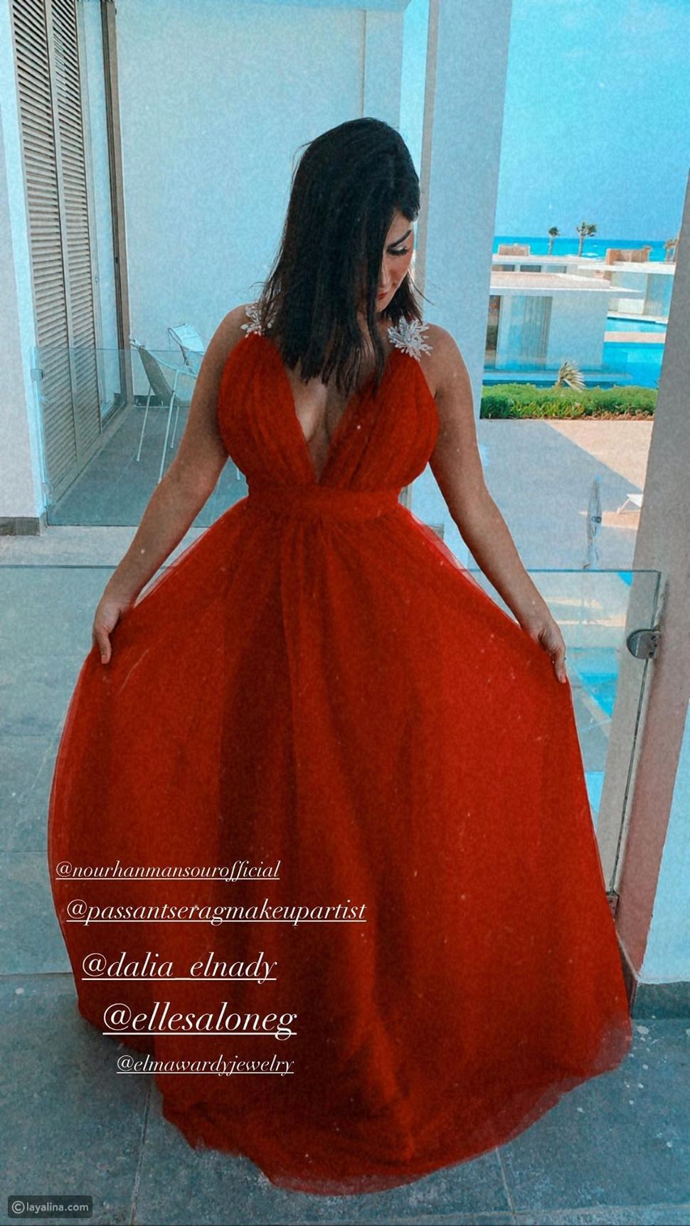 إطلالة رانيا منصور في زفاف شقيقتها نورهان