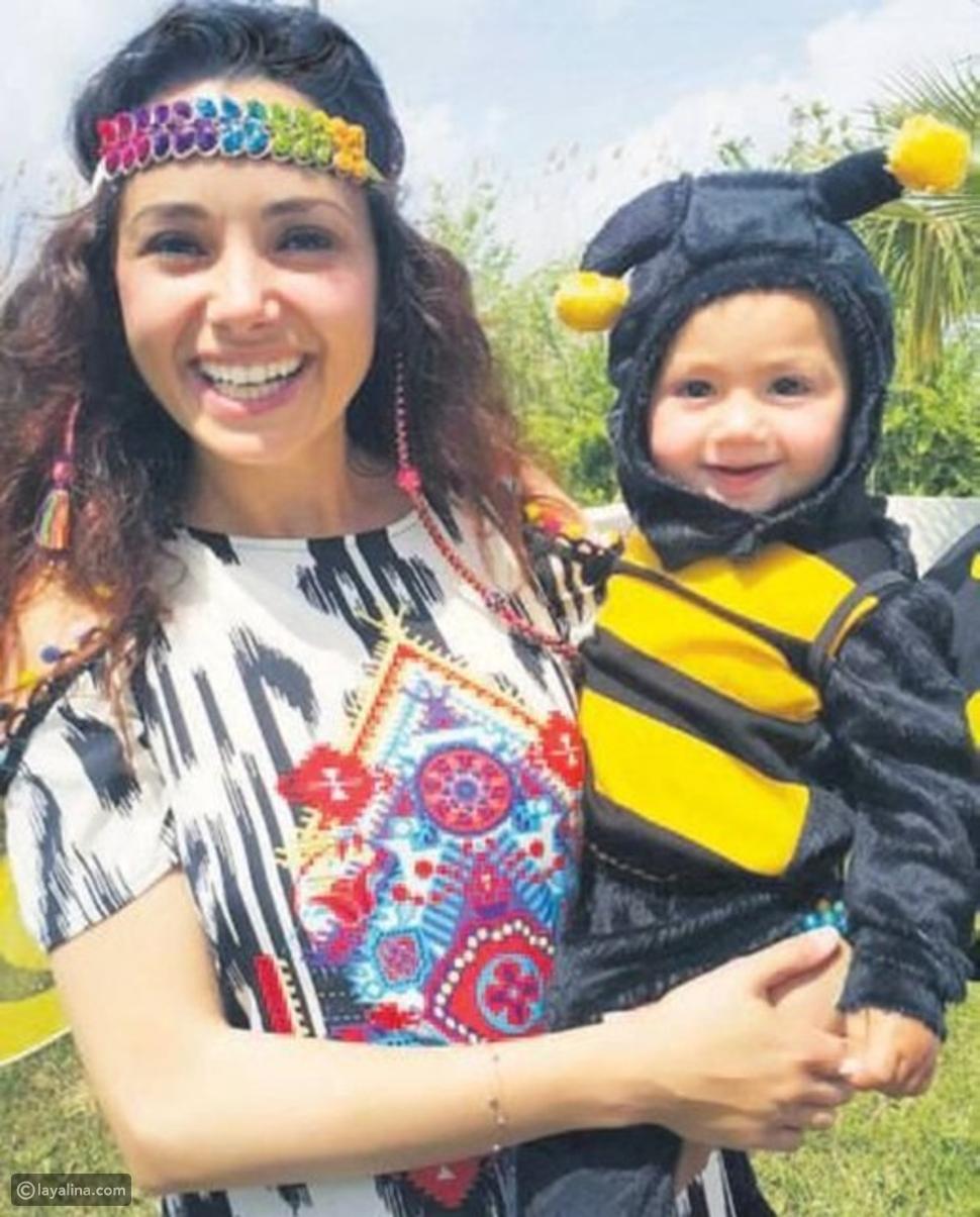 أوزغو مع أحد أطفالها