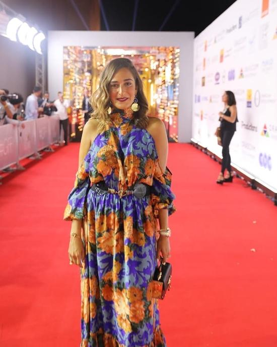 فستان أمينة خليل التي شاركت في تصميمه في مهرجان الجونة