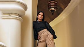 شاهدوا تعليق صبا مبارك اللاذع على سخرية خبيرة أزياء شهيرة من إطلالتها