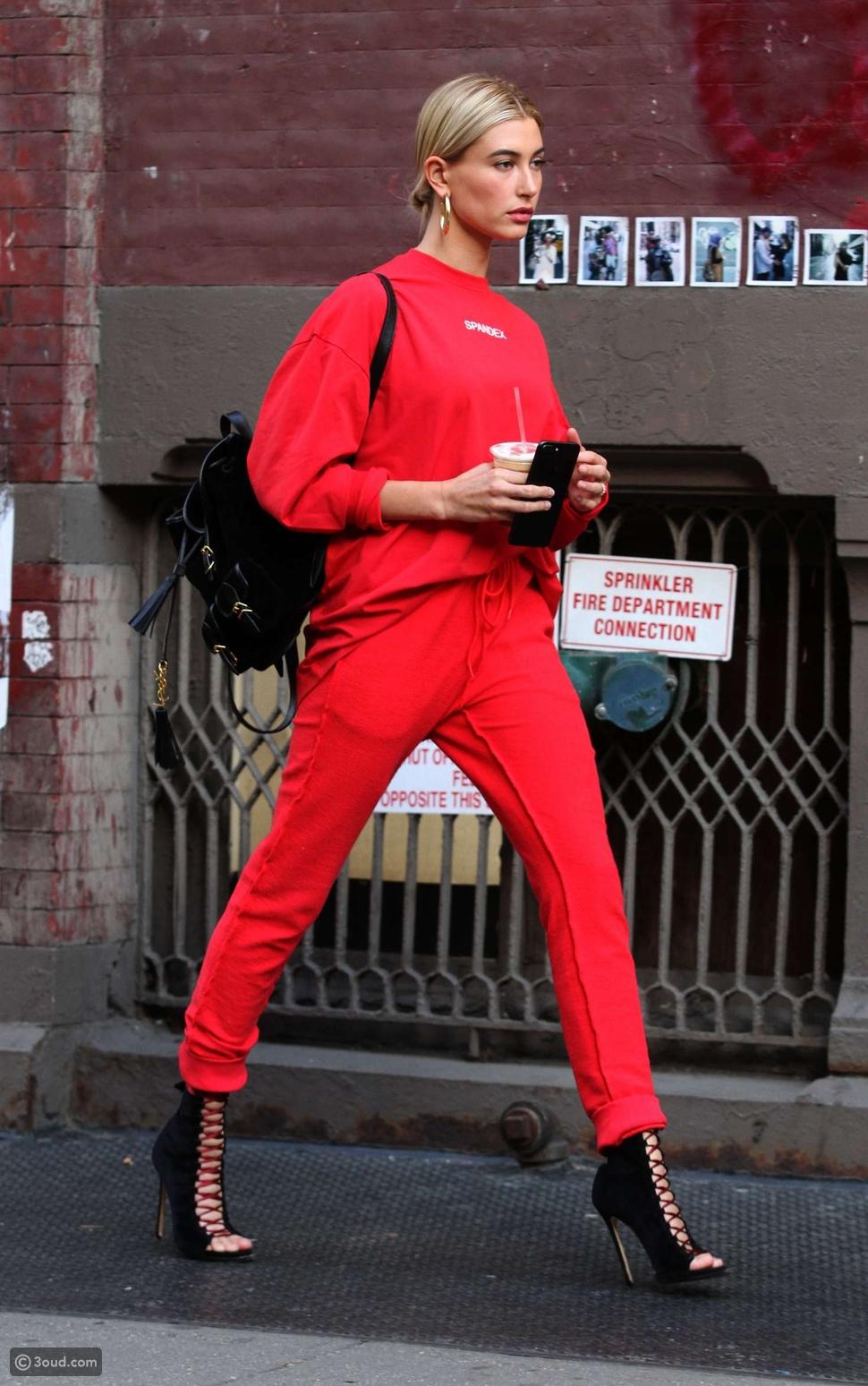 أحمر قرمزي Scarlet Red