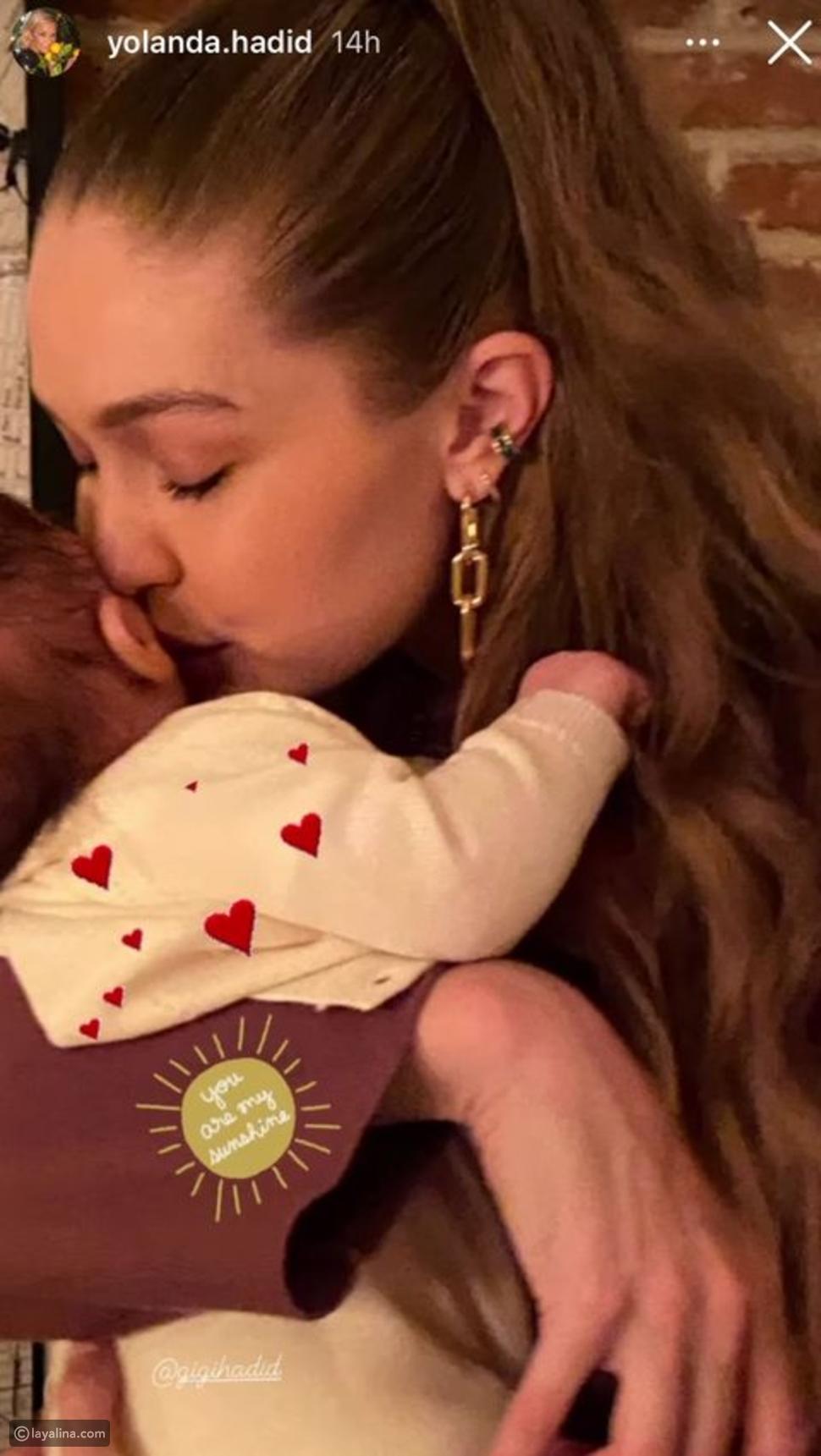 جيجي حديد مع ابنتها