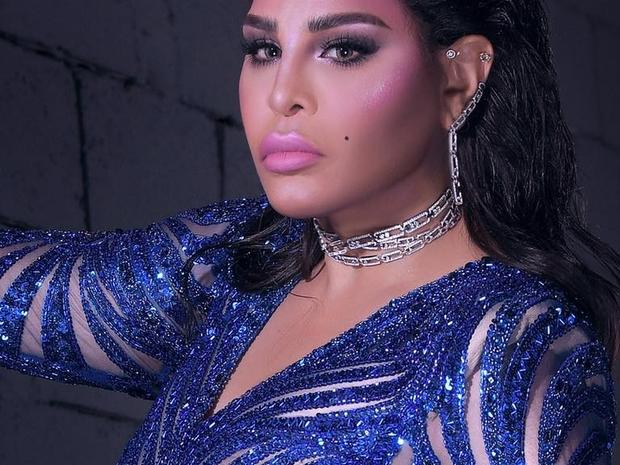 أحلام تحرج مدير أعمالها أمام المغردين بتعليق صادم عن ألبومها