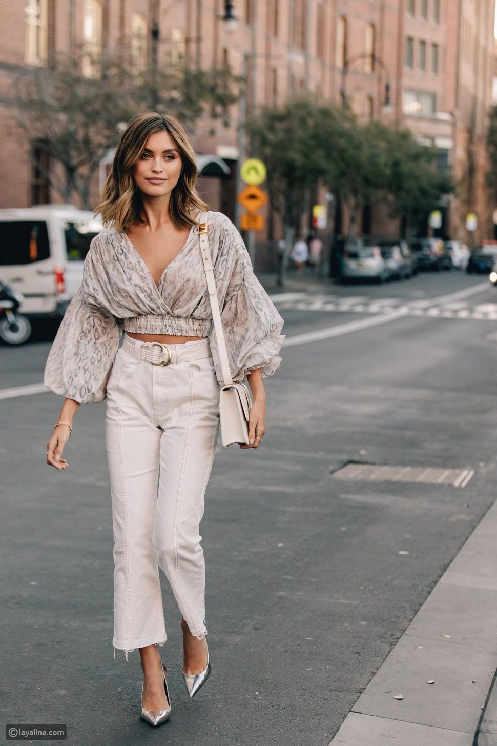 جينز أبيض بالإضافة إلى بلوزة كروس