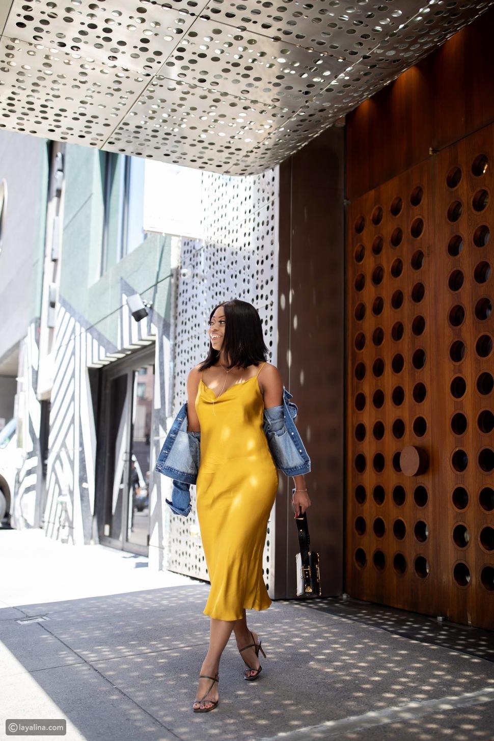 فستان ساتان باللون اأصفر