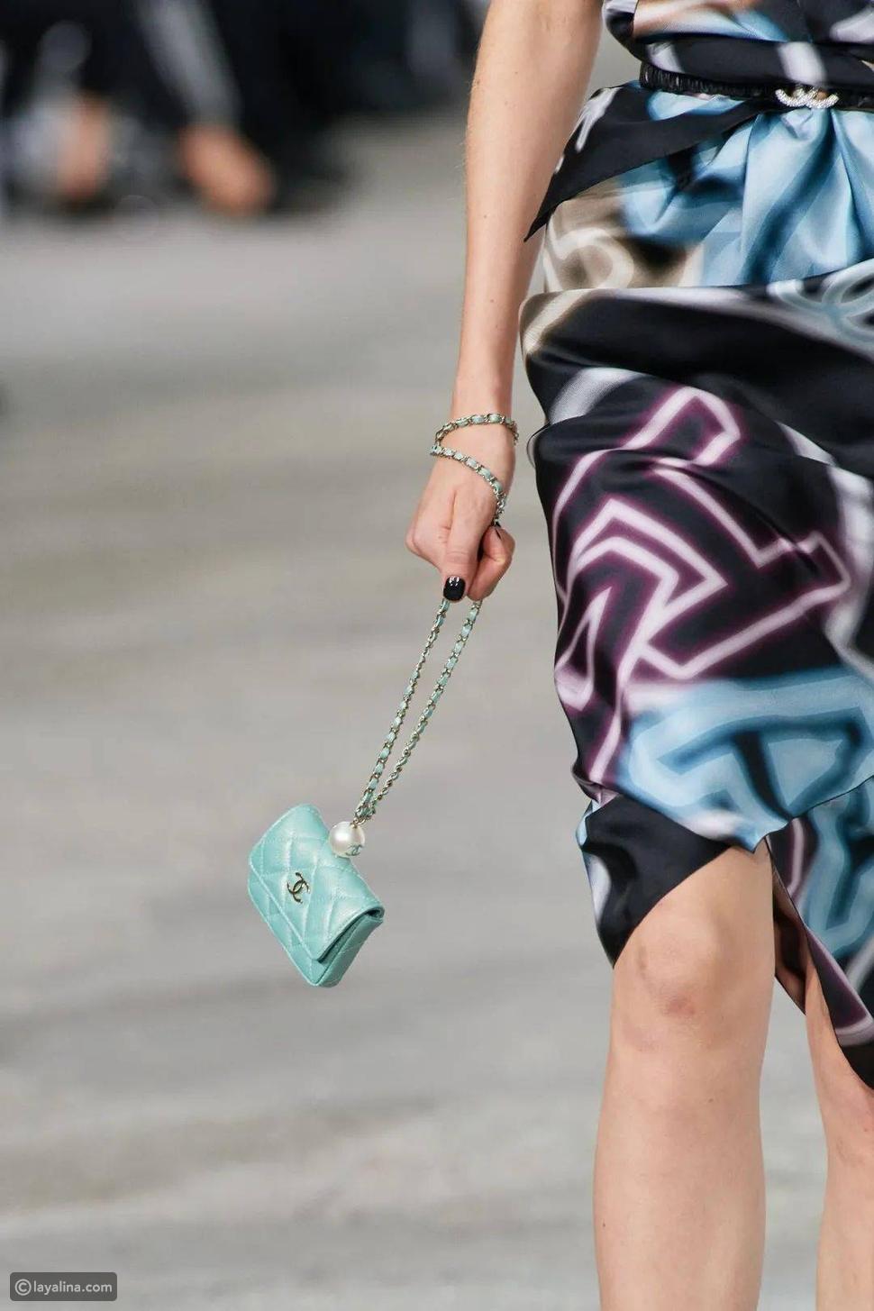 حافظة Chanel مع حزام كتف بسلسلة