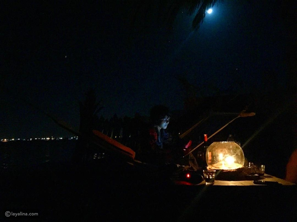 صور غريبة لناهد السباعي مع محمد شاهين على البحر تثير الجدل