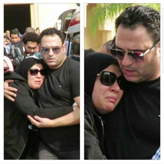 انهيار شقيقة أكرم حسني من البكاء في جنازة  والدهما