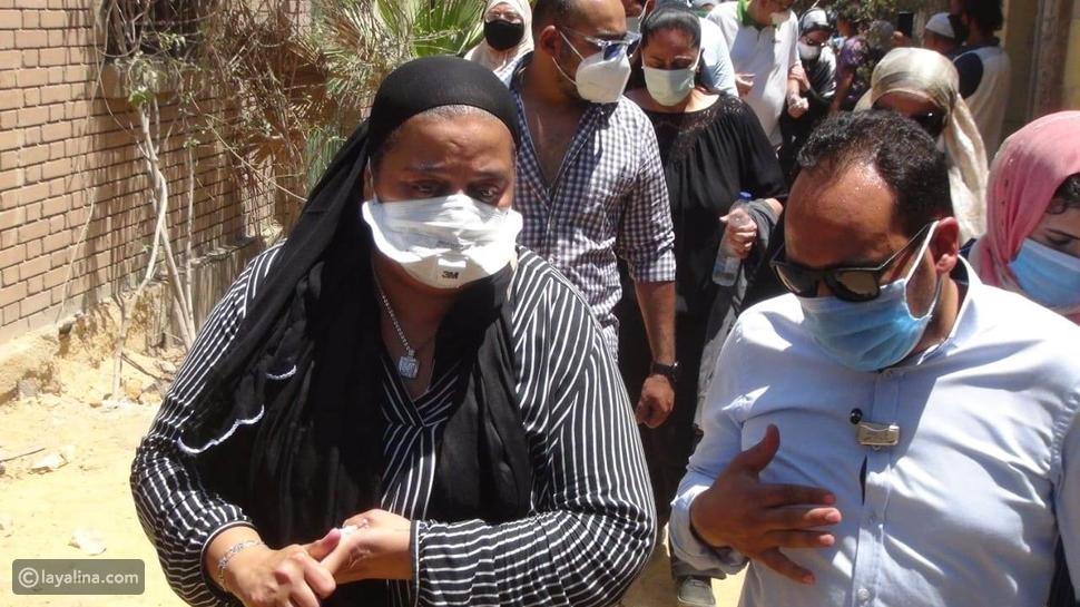 ابنة رجاء الجداوي من مراسم الدفن