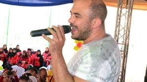 محمود العسيلي يحيي حفل المدرسة الكندية في القاهرة