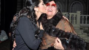 حنان مطاوع تحتفل بعيد ميلاد والدتها الفنانة سهير المرشدي في المسرح العائم