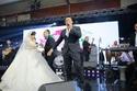 عمرو دياب  والعروسين