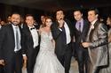والد العروس حلمي عبد الباقي مع الفنانين حمادة هلال وإيهاب توفيق والعروسين وإيهاب فهمي