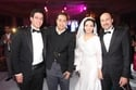 والد العروس هشام عناني والفنان حكيم والعروسان خالد ودينا