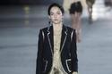 2 مجموعة أزياء سان لوران لربيع 2018 من أسبوع باريس للموضة