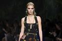 1 مجموعة أزياء Versace لربيع وصيف 2020