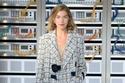 كارل ليغرفيلد يقدم مجموعة أزياء Chanel من وحي العالم الرقمي