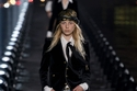 2  مجموعة أزياء Yves Saint Lauren لربيع وصيف 2020 في باريس