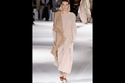 Stella McCartney و ألوان البيج في أسبوع الموضة في باريس