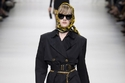 2 مجموعة Versace للأزياء الجاهزة لموسم ربيع 2018