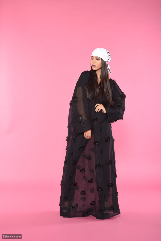 المصممة السعودية عنود الغزاوي تصمم عباءات للشابات بأسلوبها الأنثوي