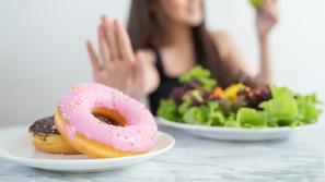 أطعمة ومشروبات عليكِ تجنبها لجسم صحي...اكتشفيها من الطبيبة يارا رضوان