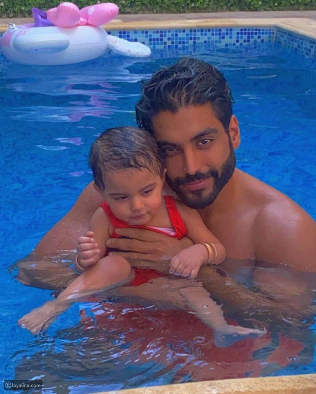أحمد السالم مع ابنته قمر
