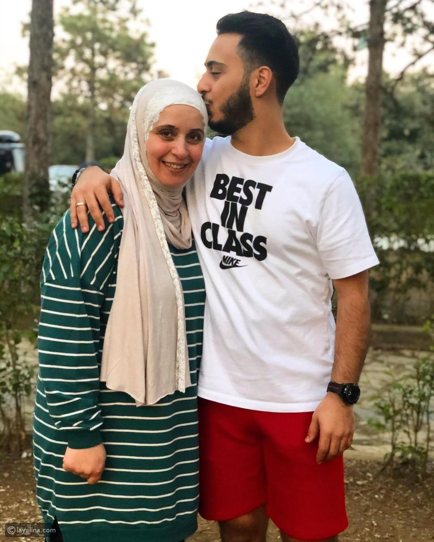 وليد مقداد مع والدته مروة