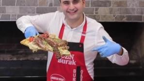 فيديو البيتزا الشرقية بطريقة الشيف بوراك: مزينة بالكفتة والريش الضاني