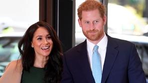 مقطع رصد الأمير هاري وهو يبحث عن عمل لزوجته قبل أن يترك منصبه الملكي