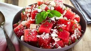 سلطة البطيخ الأحمر مع جبنة الفيتا والنعنع