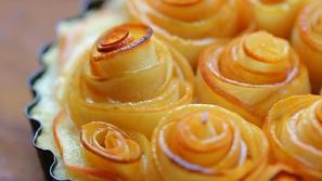فيديو أفكار مختلفة لتزيين قوالب الحلوى بحلقات التفاح..ادهشي أطفالك!