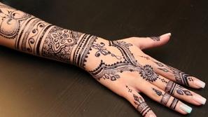 فيديو أفكار رائعة لرسم الحناء على اليد: فن وإبداع يعكسان أنوثتك وجمالك