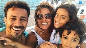 علا رشدي تتحدى ملل الحجر الصحي بهذه الرقصة مع عائلتها وتُحكم الجمهور